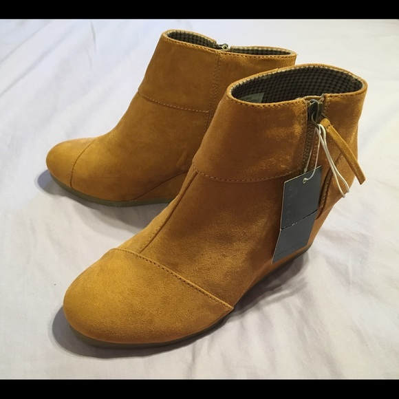 c33e53acb6ae Attention Chestnut Emmy boots